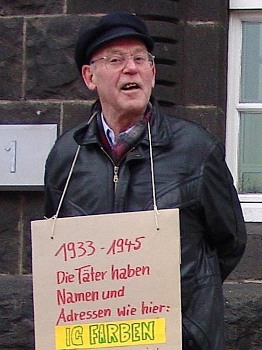 Horst Wilhelms bei Aktion vor dem Bayerwerk im November 2008