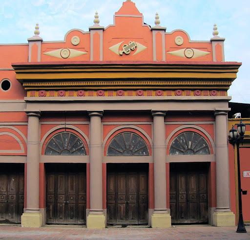 Teatro Municipal en la plaza Jose Felix Ribas de La Victoria, Aragua, Venezuela