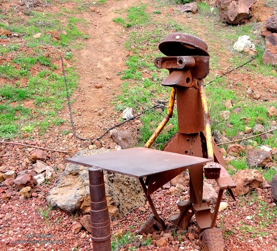 Гора Бенталь. Скульптура из подбитой боевой техники. Экскурсия на Голанские высоты. Гид в Израиле Светлана Фиалкова