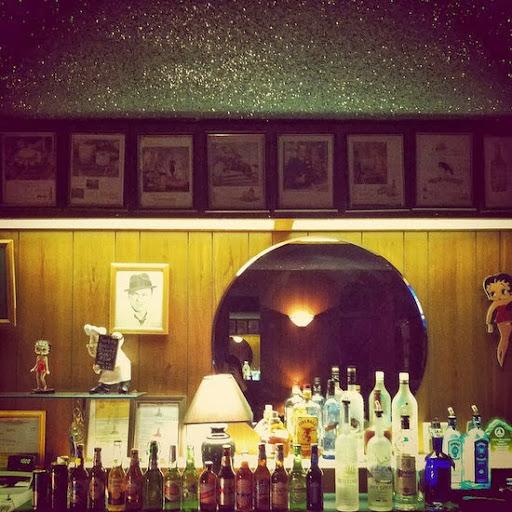 Atwater Village Club Tee Gee bar