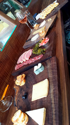 At Chizu, you can gaze at the artfully arranged cheeses in the cases at the cheese bar and order whatever cheese you'd like a la carte similar to sushi and sashimi