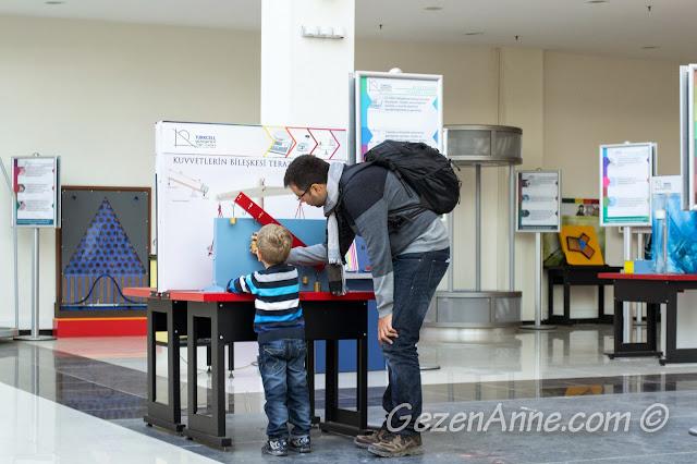 bilim merkezinde deney yaparken, Gaziantep