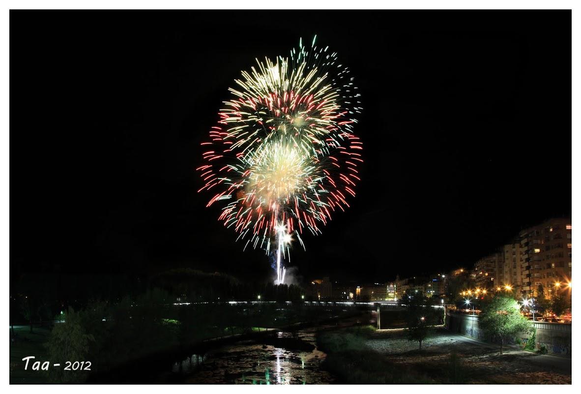 Fuegos artificiales - Fiestas de mayo en Lleida IIMG_9655