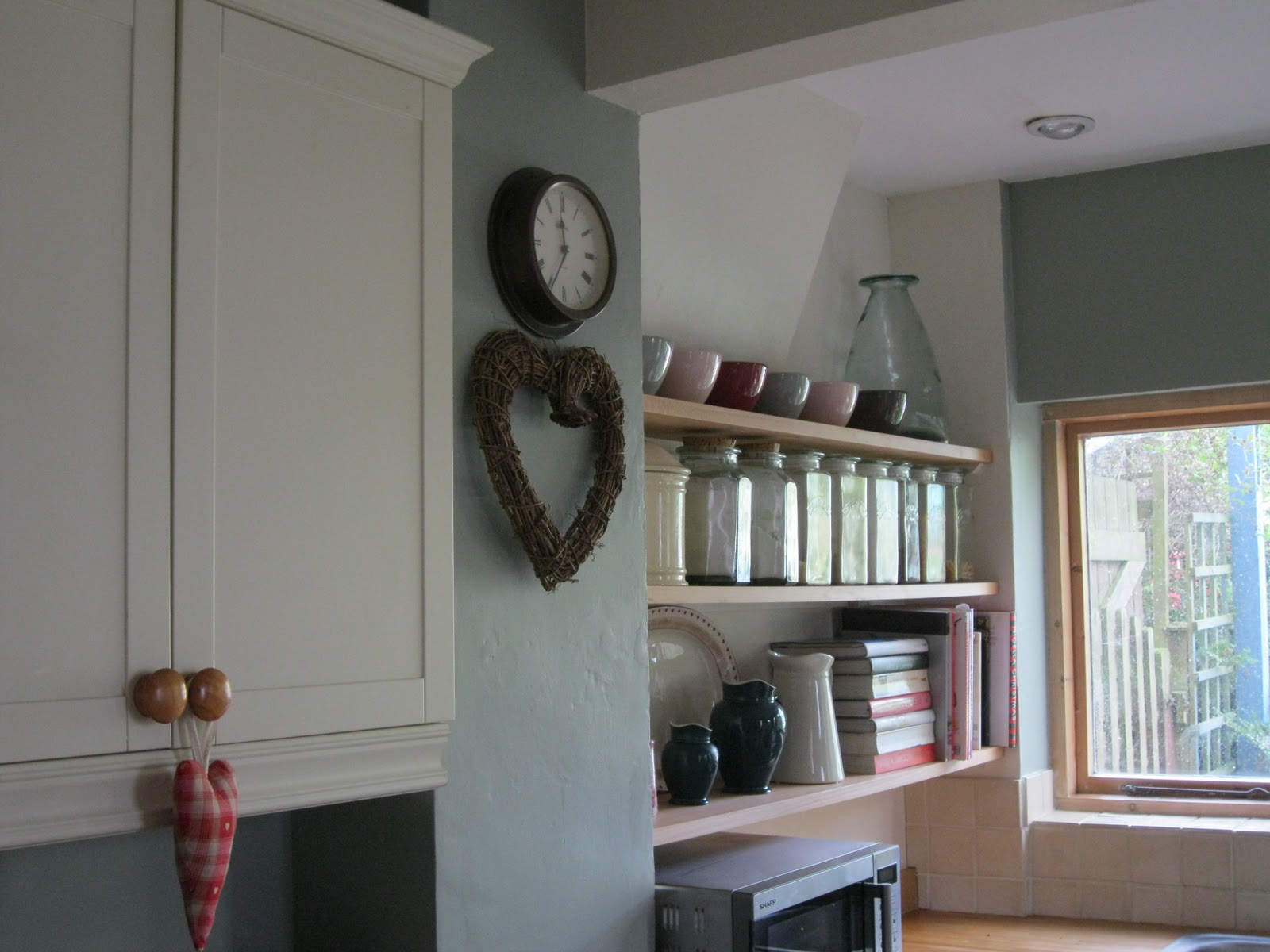 The Polished Pebble Modern Country Style Kitchen Storage: Modern Country Style: Modern Country Kitchen Colour Scheme