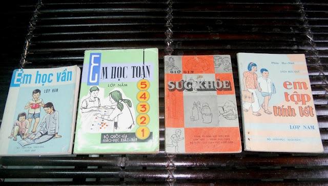 Sách giáo khoa tiểu học cũ - nơi lưu giữ từng trang ký ức DSCN2762
