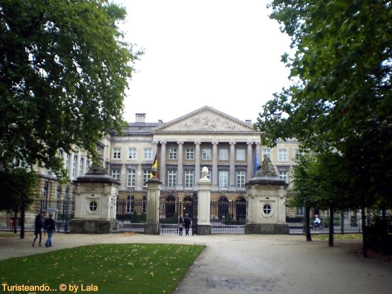 Parque de Bruselas y Palacio Real