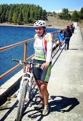 Flor Marina Delgadillo. Esta ciclista ha cosechado triunfos en la modalidad de ruta y ciclomontañismo a nivel nacional, y en ciclomontañismo en Latinoamérica. La boyacense, participó en los Juegos Olímpicos de Sidney 2002 en la modalidad Cross Country. En el 1997 la Comisión Colombiana de Ciclismo, la condecoró como la mejor ciclomontañista Hit de la categoría Elite de ese año.