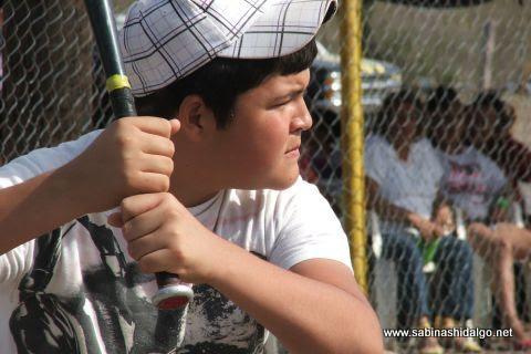 Bateador de Astros en el softbol del Club Sertoma