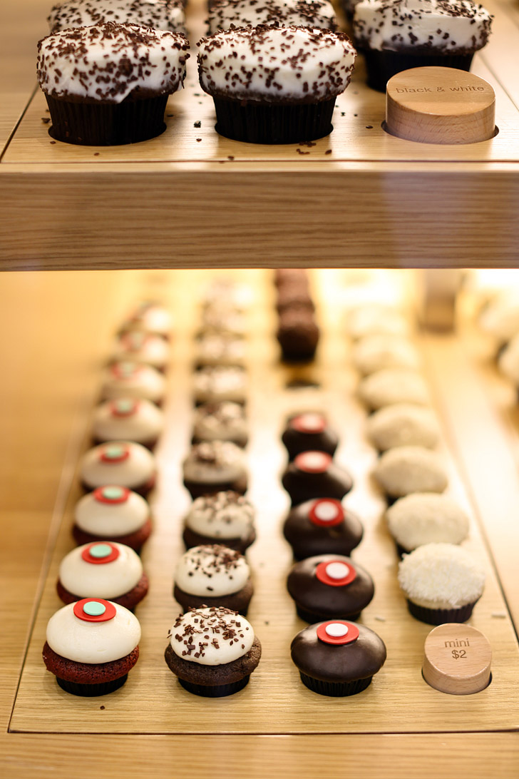 Sprinkles Cupcakes Las Vegas with their 24 hour Sprinkles Cupcake ATM!