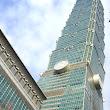 13 Taipei - 101-ka, v tom čase ešte najvyššia budova sveta, pohľad od päty budovy.JPG