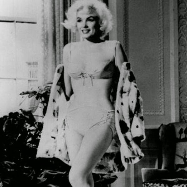 Marilyn Monroe was still filming Something's Got to Give when she died due to a drug overdose. The film was shot with a new cast and then released as Move Over, Darling. Here's a pic of Marilyn Monroe in Something's Got to Give.