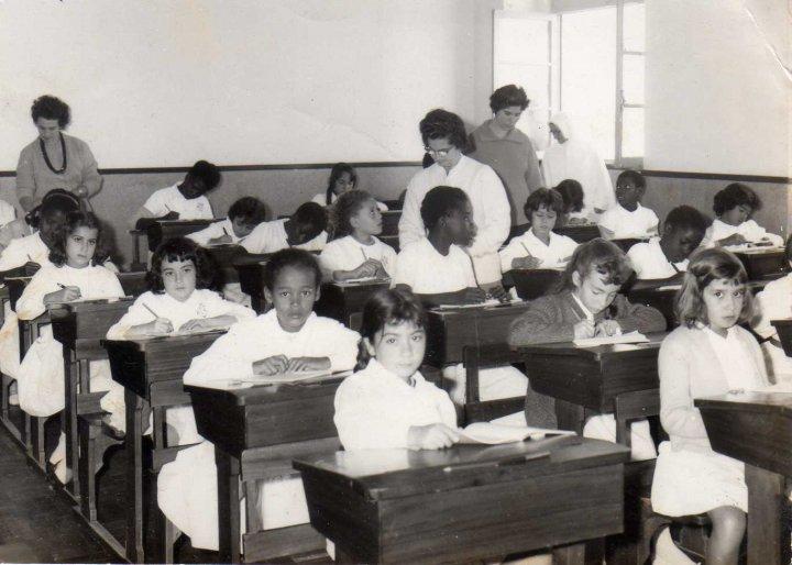 Resultado de imagem para sala de aula antiga