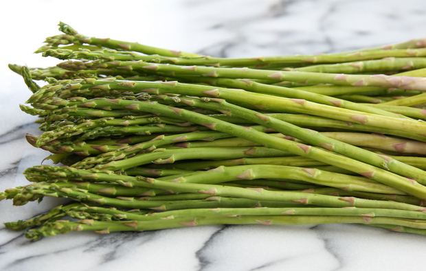 photo of a bunch of raw asparagus