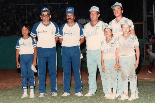 Managers y coaches de Contry y Veracruz en el campeonato nacional de ligas pequeñas categoría menor de 1986