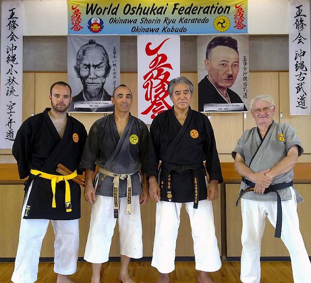 Ángel Martinez con Juan Bish y Kenyu Chinen