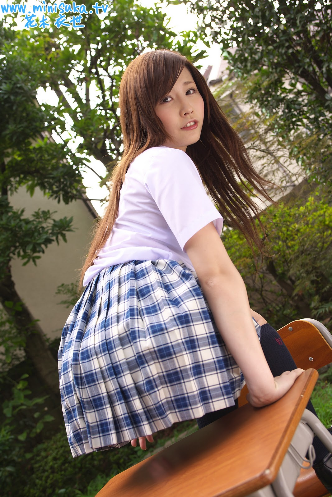 Asian schoolgirl pedal pumping, nude dentistry