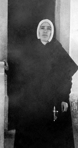 Irmã Lúcia na Capelinha das Aparições, 1946-05-21, Santuário de Fátima