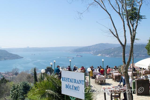 Yoros Cafe ortamı ve boğaz manzarası, Anadolu Kavağı