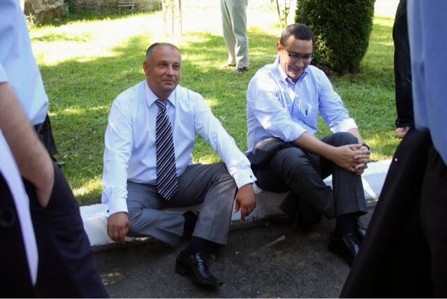 """VIDEO Ponta îl umileşte pe Băişanu: """"Mă călca pe călcâie, mă înghesuiasă apară în poză cu mine. Numai nu puteam să scap de el"""""""