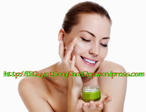 Chăm sóc da khô bằng cách massage bằng tinh dầu dừa hoặc các loại dầu thiên nhiên