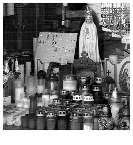 black and white_ruimnm_traditional_commerce_ porto_portugal