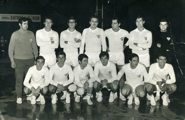 Equipo del Sevilla F.C. que tomó el relevo del FASA en Primera división