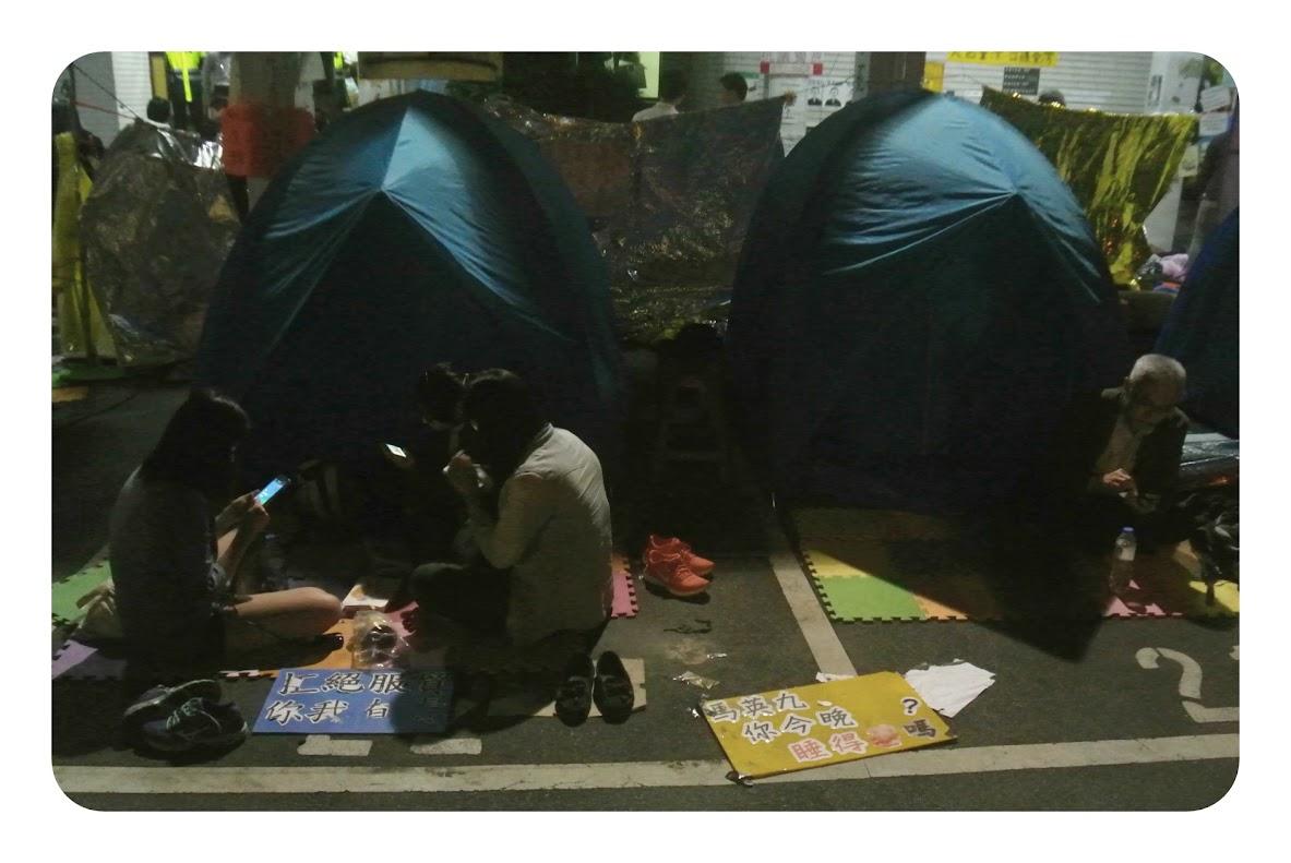 acampando frente al congreso de Taipei