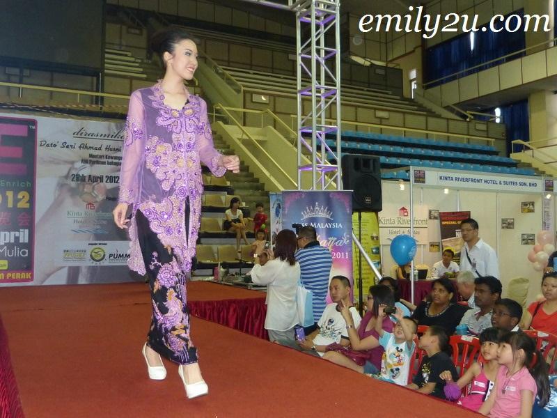 Miss Malaysia Kebaya