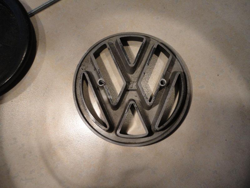 VWVortex com - DIY: Rear VW Emblem - Broke to Fixed