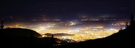 orasul Brasov vazut de pe Piatra Mare noaptea - timp lung de expunere