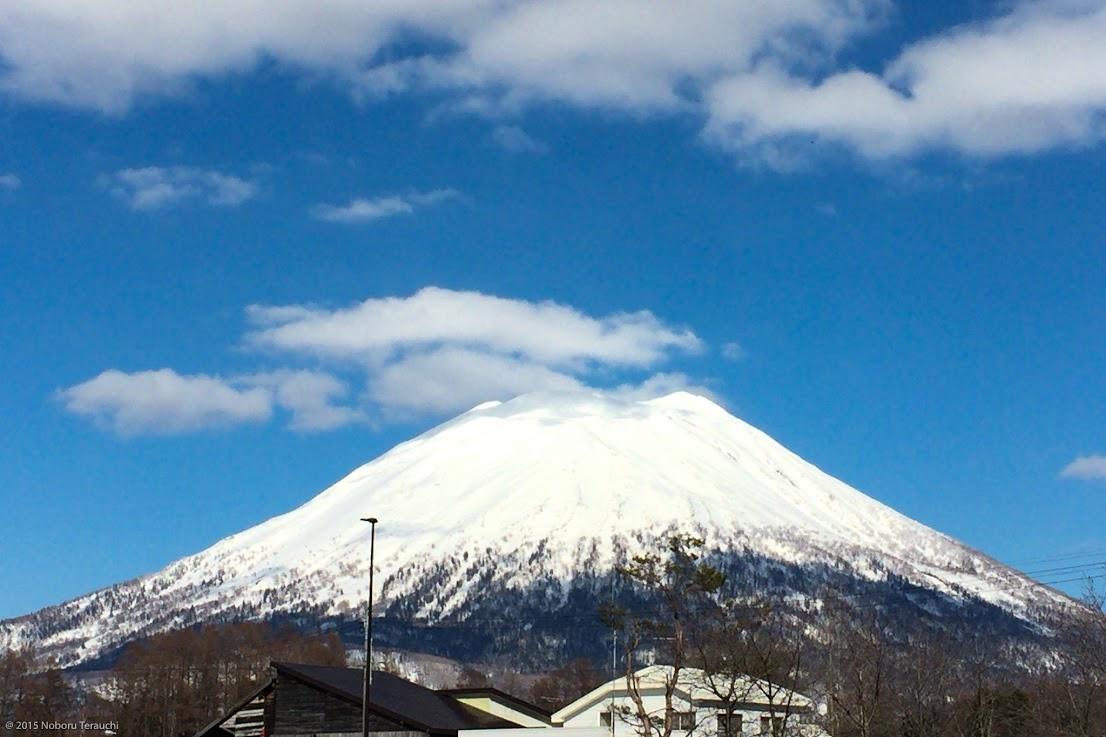 白い衣装をまとう優美な蝦夷富士「羊蹄山」