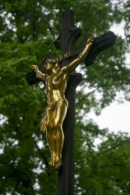 Křížek před kapličkou v Bělokách... takhle by mohl zanedlouho vypadat i křížek v Makotřasech