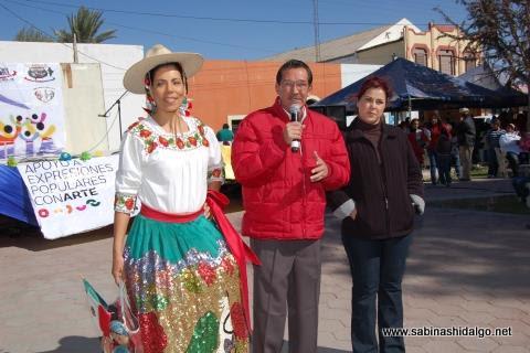 Alcalde y primera dama en el evento Muévete en Familia