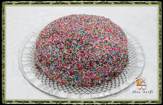 Bolo de chocolate com miçangas de açúcar 1