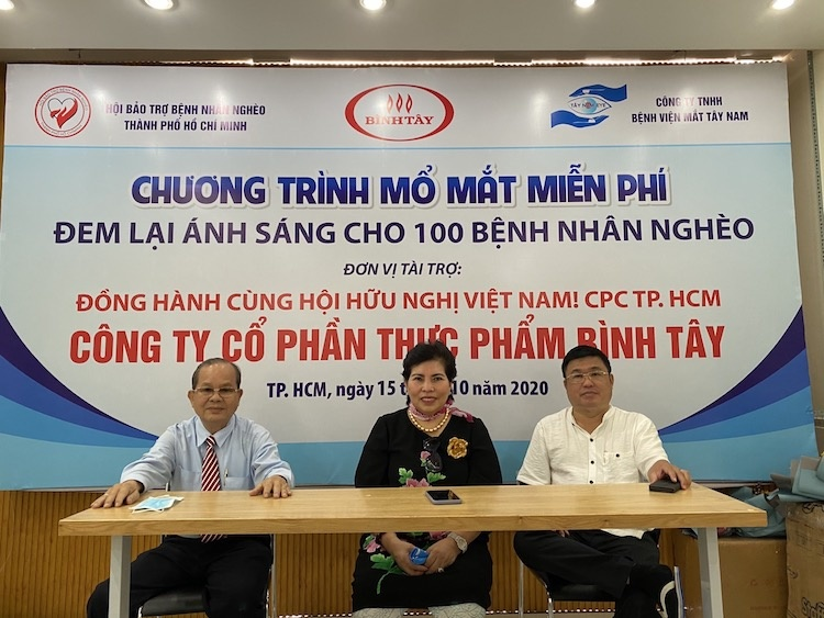 Doanh nhân tiêu biểu TP.HCM giúp 310 bệnh nhân nghèo sáng mắt
