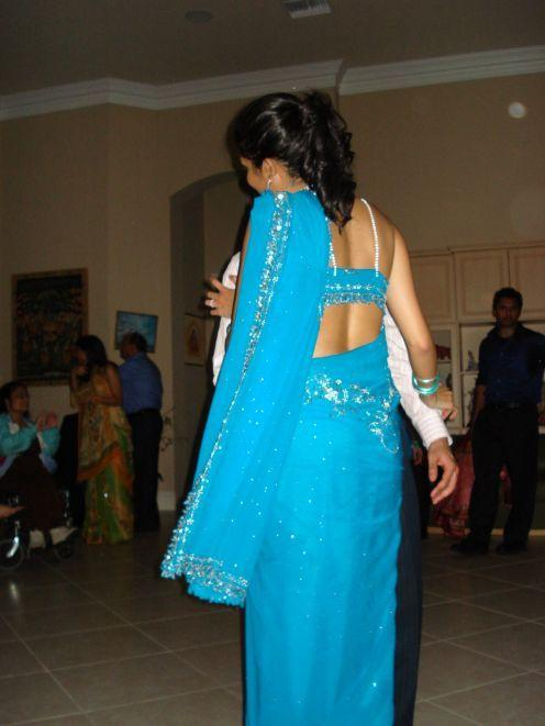 photos aunty back in spicy saree blouse indian hot aunty back