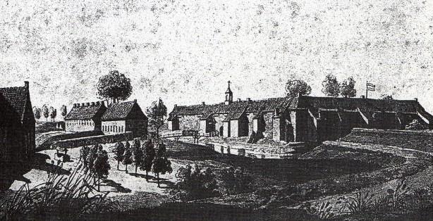 Binnen de gracht deed een twee verdiepingen tellend kloosterachtig gebouw dienst als verblijfplaats voor de 1000 tot 1200 bedelaars