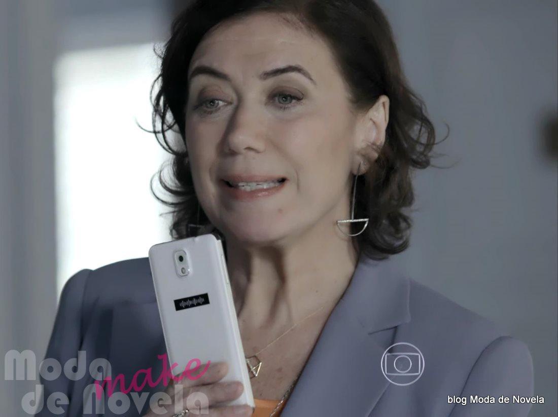 moda da novela Império - celular da Maria Marta dia 7 de agosto