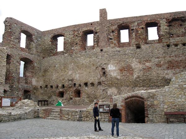 na dziedzińcu zamku w Siewierzu