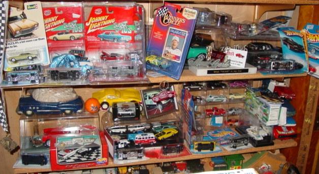My dealer promo models & display cases ModelCars_DisplayShelves_WallMounted_ROUGH