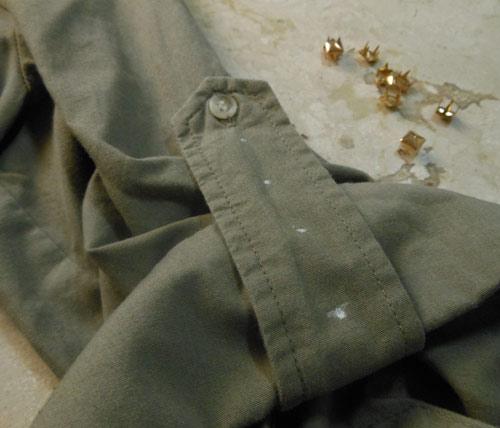 customização de camisa com tachinhas
