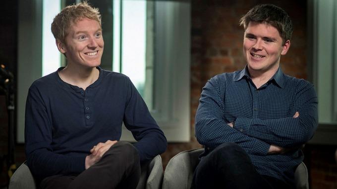 Patrick Collison (trái) và John Collison (phải) khởi nghiệp từ năm 19 tuổi và trở thành tỷ phú năm 30 tuổi. Ảnh: Yahoo Finance.