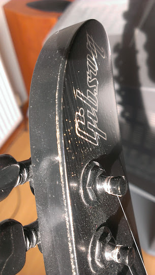 Gibson nitrocellulose lacquer - cracking problems | Rob