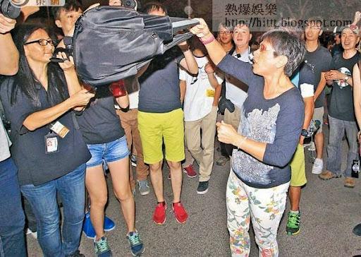 金鐘<br>入夜後有零星反佔中人士到金鐘踩場抗議。