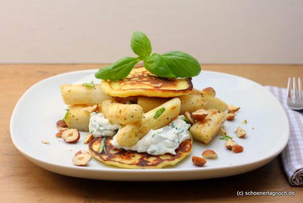 Spargel mit Kartoffelomeletts und Ziegenricotta