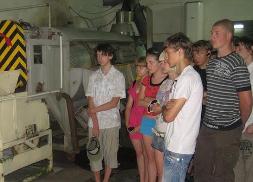 Під час екскурсії учні ознайомились з процесом виробництва чипсів