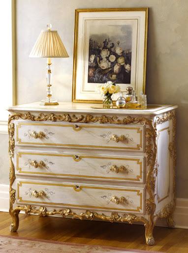 klasik ev dekorasyonlarına özel klasik görünümlü bir komodin