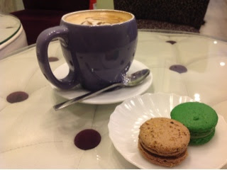 french-macarons-in-vanille-cafe
