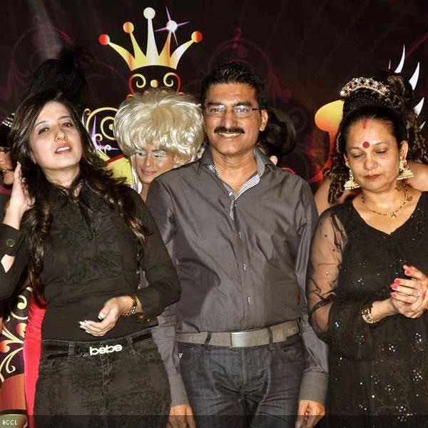 (L-R) Talented trio, Amy Billimoria with Bharat and Dorris Godambe during their wedding show, held in Mumbai. (Pic: Viral Bhayani)