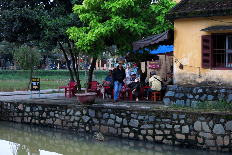 Cafe at the foot of the Japanese bridge